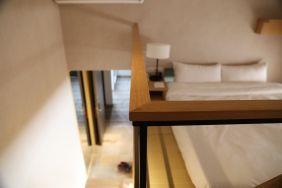樓中樓的上舖睡床